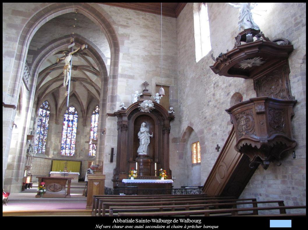 Abbatiale Sainte-Walburge de Walbourg Nef vers chœur avec autel secondaire et chaire à prêcher baroque