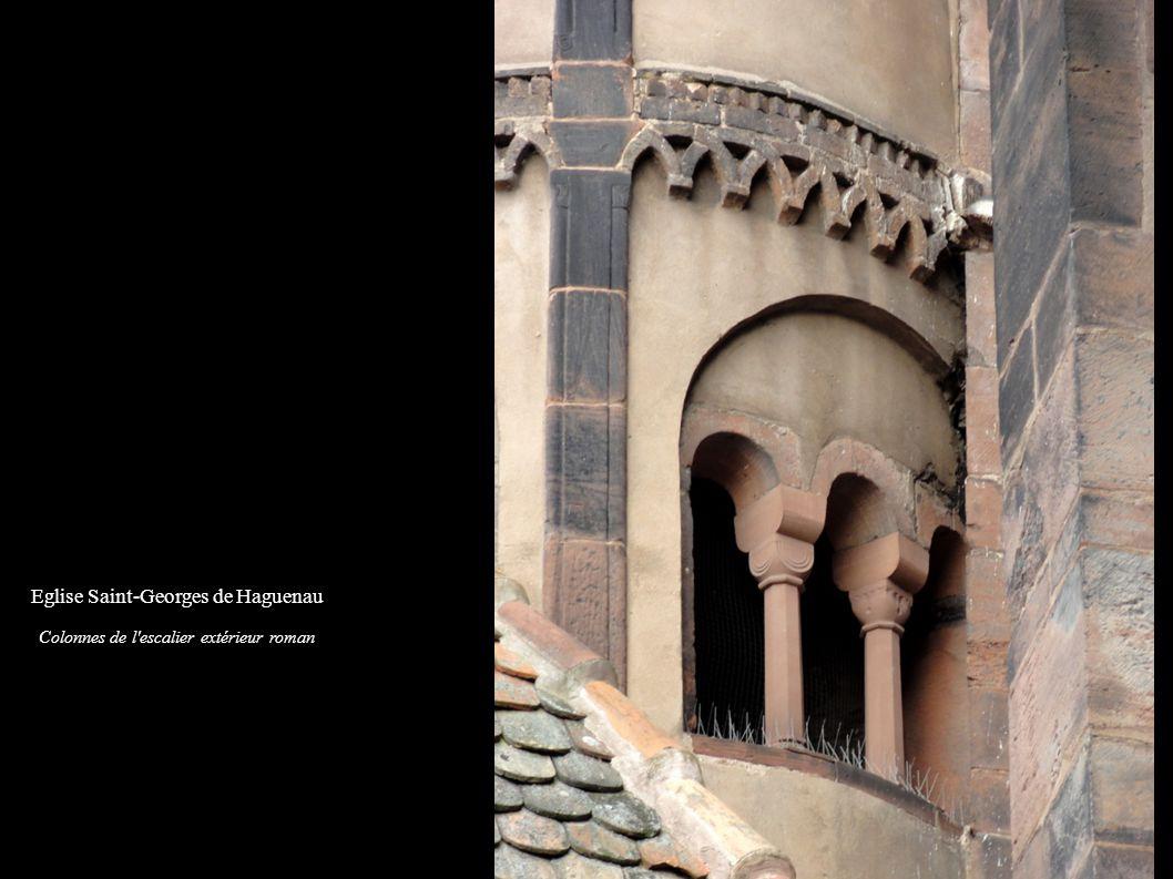 Eglise Saint-Georges de Haguenau Colonnes de l'escalier extérieur roman