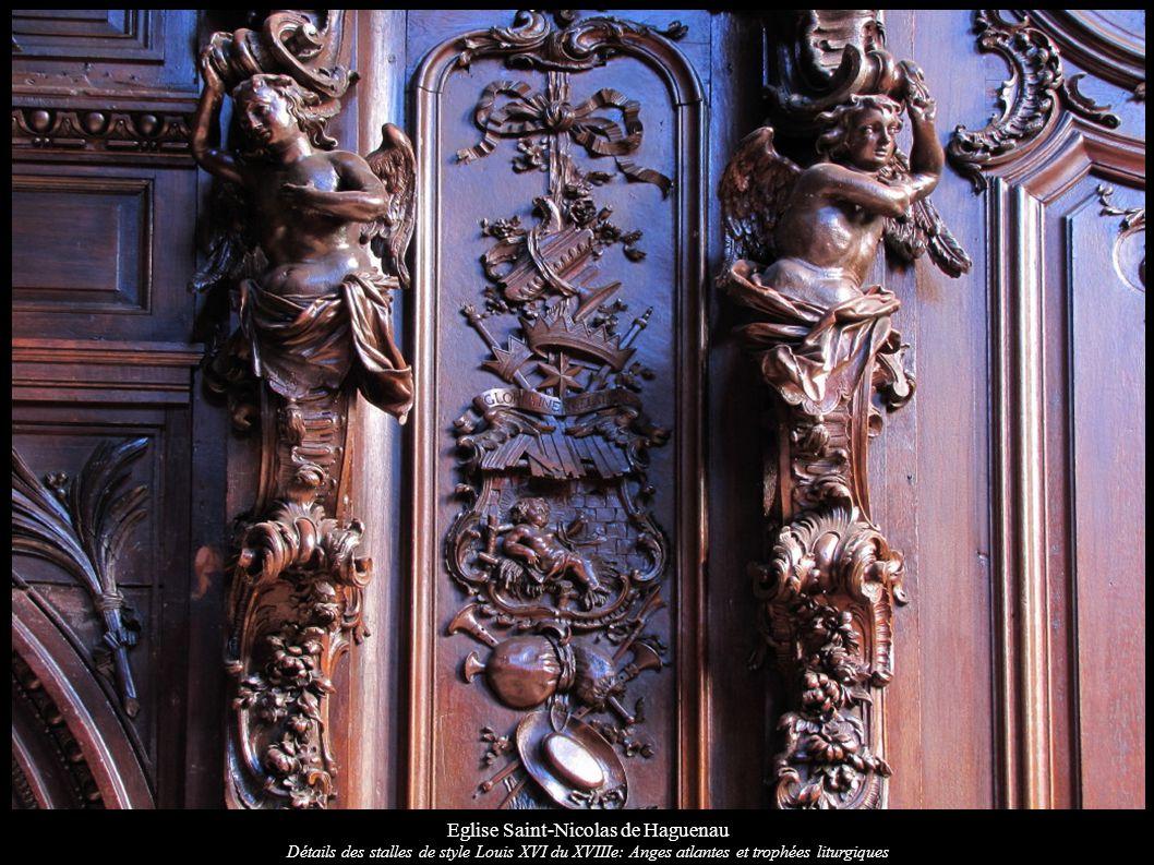 Eglise Saint-Nicolas de Haguenau Détails des stalles de style Louis XVI du XVIIIe: Anges atlantes et trophées liturgiques