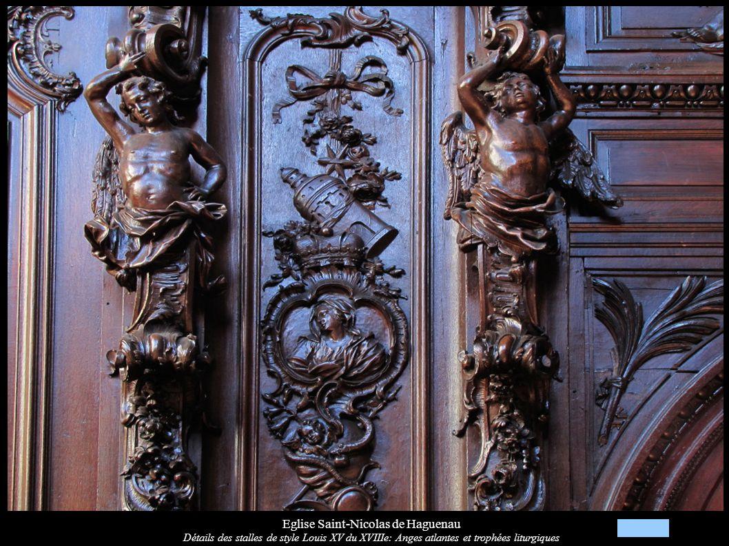 Eglise Saint-Nicolas de Haguenau Détails des stalles de style Louis XV du XVIIIe: Anges atlantes et trophées liturgiques