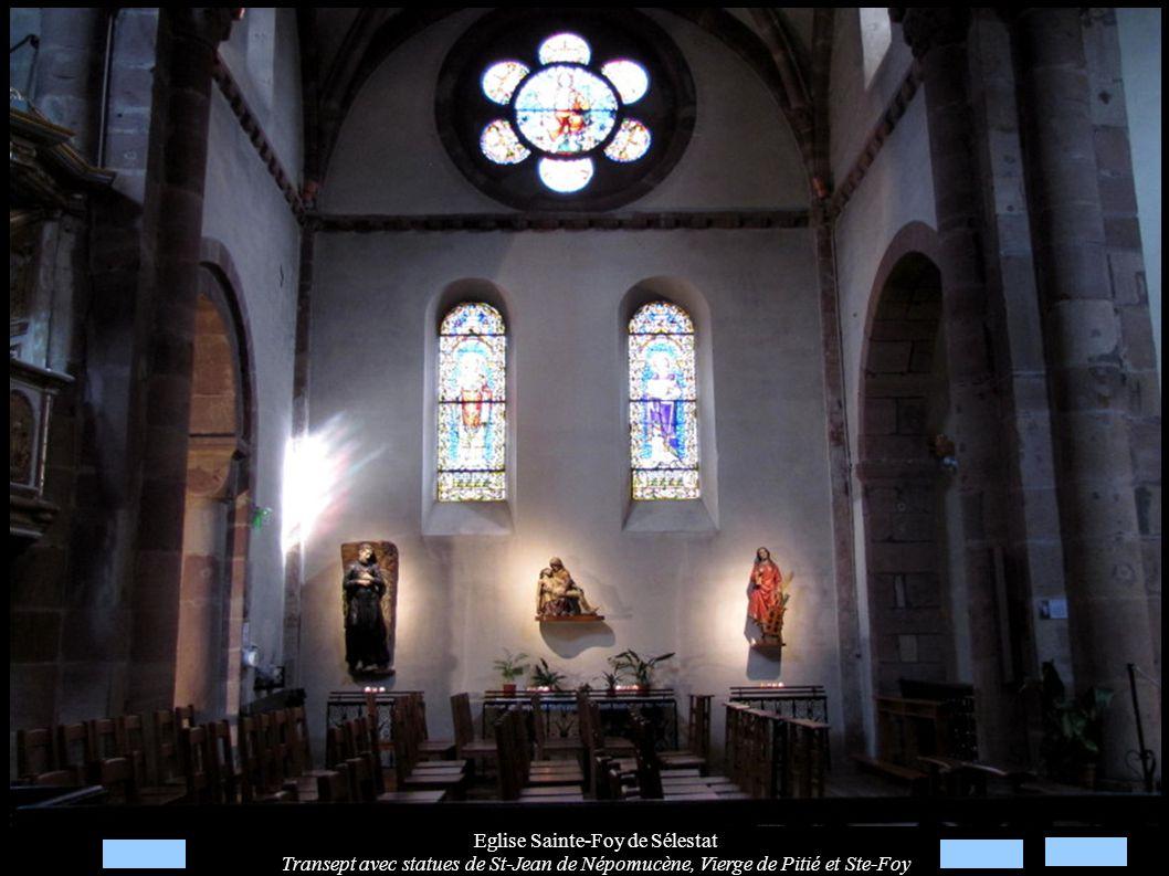 Eglise Sainte-Foy de Sélestat Transept avec statues de St-Jean de Népomucène, Vierge de Pitié et Ste-Foy