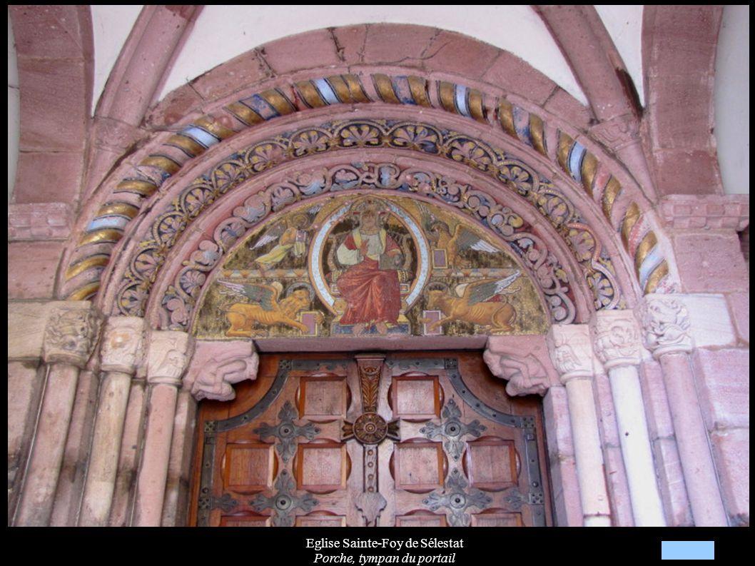 Eglise Sainte-Foy de Sélestat Transept avec statues « Vierge de Pitié » (XVIIIe)