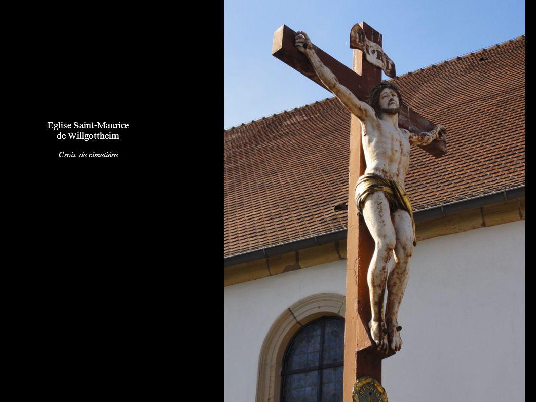 Eglise Saint-Maurice de Willgottheim Fonts baptismaux (1900) et Monument sépulcral d un curé (1771)