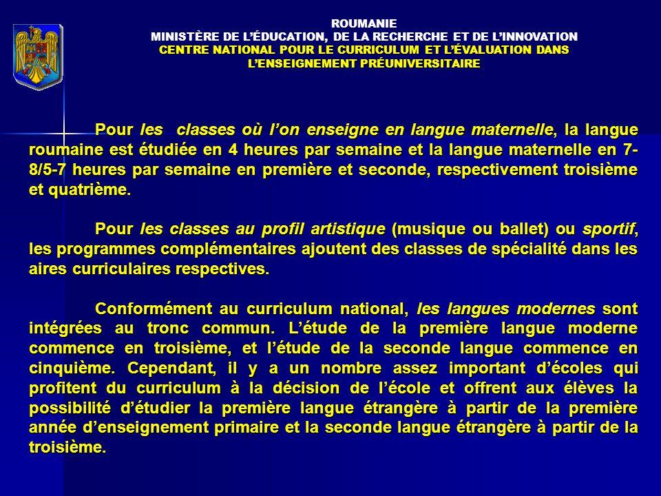 Pour les classes où l'on enseigne en langue maternelle, la langue roumaine est étudiée en 4 heures par semaine et la langue maternelle en 7- 8/5-7 heures par semaine en première et seconde, respectivement troisième et quatrième.