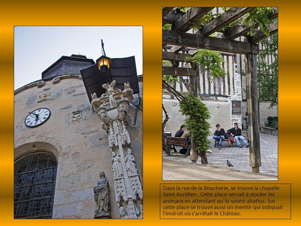 Dans la rue de la Boucherie, se trouve la chapelle Saint Aurélien. Cette place servait à stocker les animaux en attendant qu'ils soient abattus. Sur c