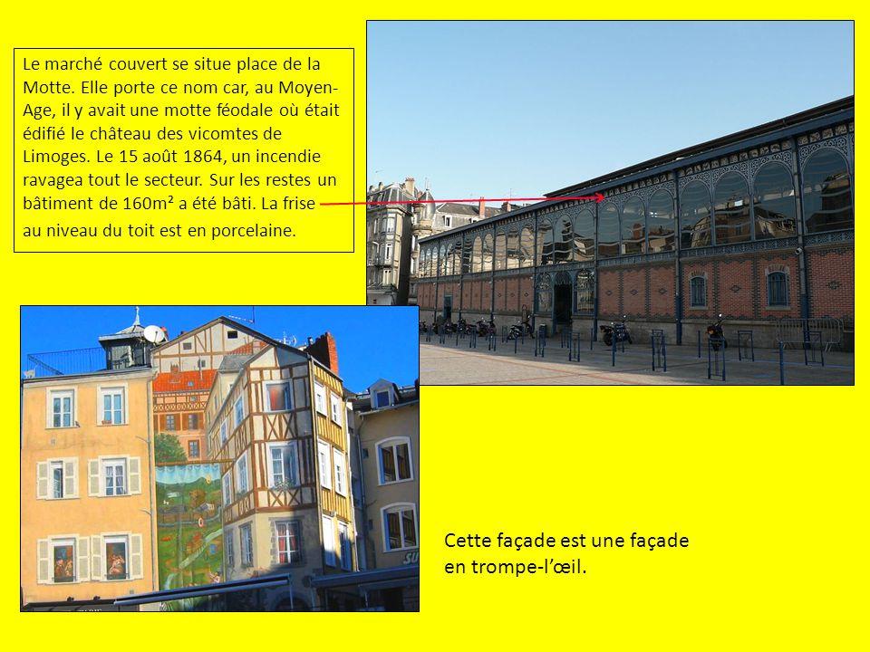 Le marché couvert se situe place de la Motte. Elle porte ce nom car, au Moyen- Age, il y avait une motte féodale où était édifié le château des vicomt