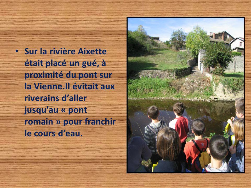 Sur la rivière Aixette était placé un gué, à proximité du pont sur la Vienne.Il évitait aux riverains d'aller jusqu'au « pont romain » pour franchir l