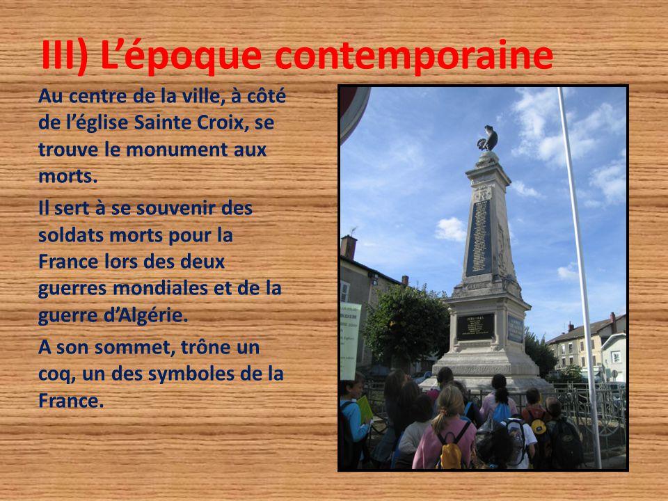 III) L'époque contemporaine Au centre de la ville, à côté de l'église Sainte Croix, se trouve le monument aux morts. Il sert à se souvenir des soldats