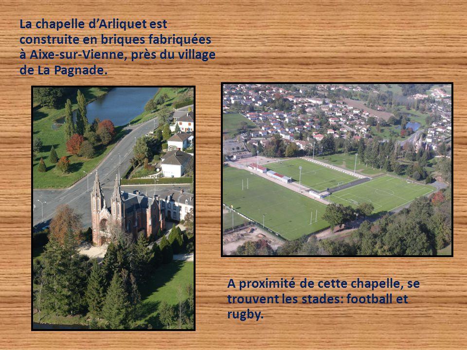 La chapelle d'Arliquet est construite en briques fabriquées à Aixe-sur-Vienne, près du village de La Pagnade. A proximité de cette chapelle, se trouve