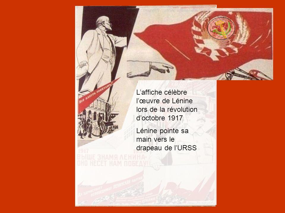 L'affiche célèbre l'œuvre de Lénine lors de la révolution d'octobre 1917 Lénine pointe sa main vers le drapeau de l'URSS
