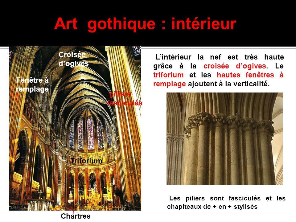 Art gothique : intérieur L'intérieur la nef est très haute grâce à la croisée d'ogives. Le triforium et les hautes fenêtres à remplage ajoutent à la v