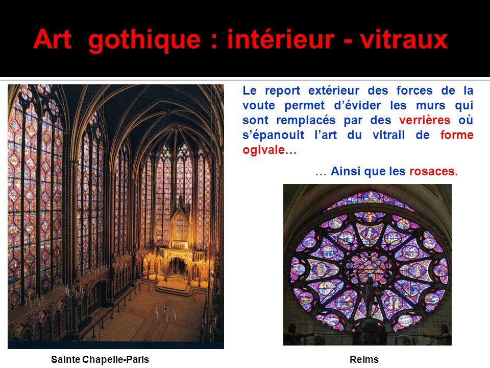 Art gothique : intérieur - vitraux Sainte Chapelle-Paris Le report extérieur des forces de la voute permet d'évider les murs qui sont remplacés par de