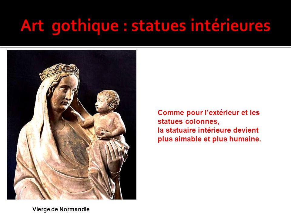 Comme pour l'extérieur et les statues colonnes, la statuaire intérieure devient plus aimable et plus humaine. Vierge de Normandie