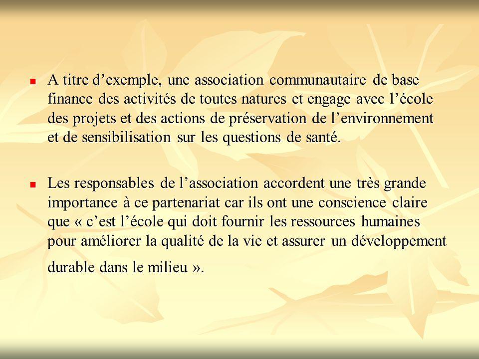 A titre d'exemple, une association communautaire de base finance des activités de toutes natures et engage avec l'école des projets et des actions de