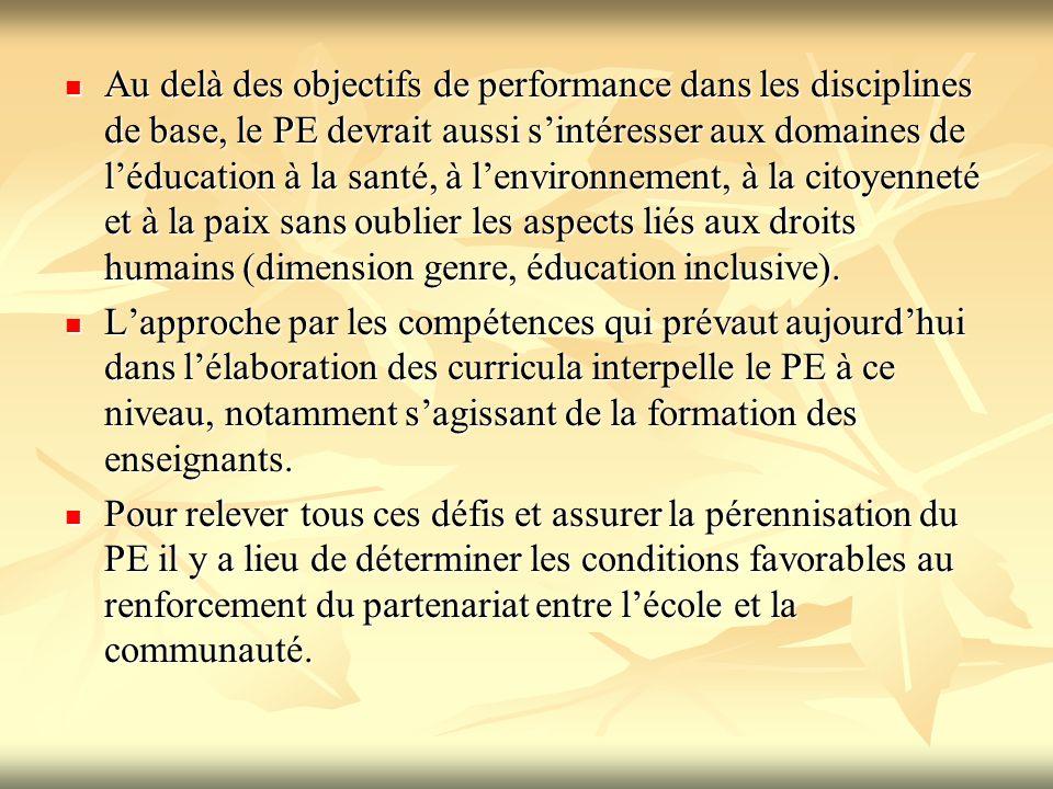 Au delà des objectifs de performance dans les disciplines de base, le PE devrait aussi s'intéresser aux domaines de l'éducation à la santé, à l'enviro