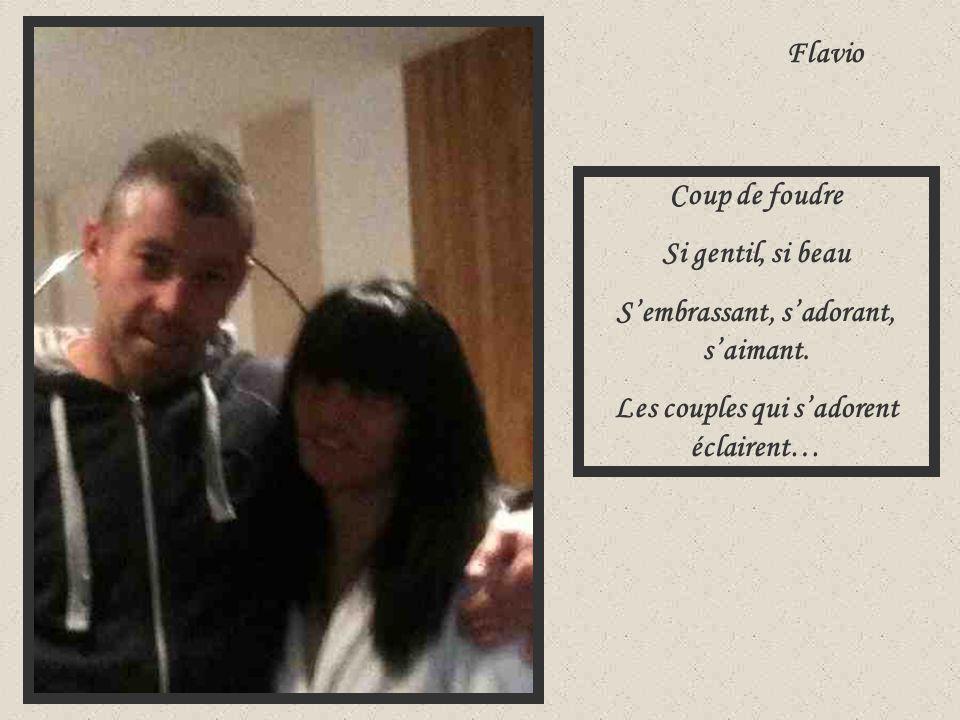 Flavio Coup de foudre Si gentil, si beau S'embrassant, s'adorant, s'aimant. Les couples qui s'adorent éclairent…