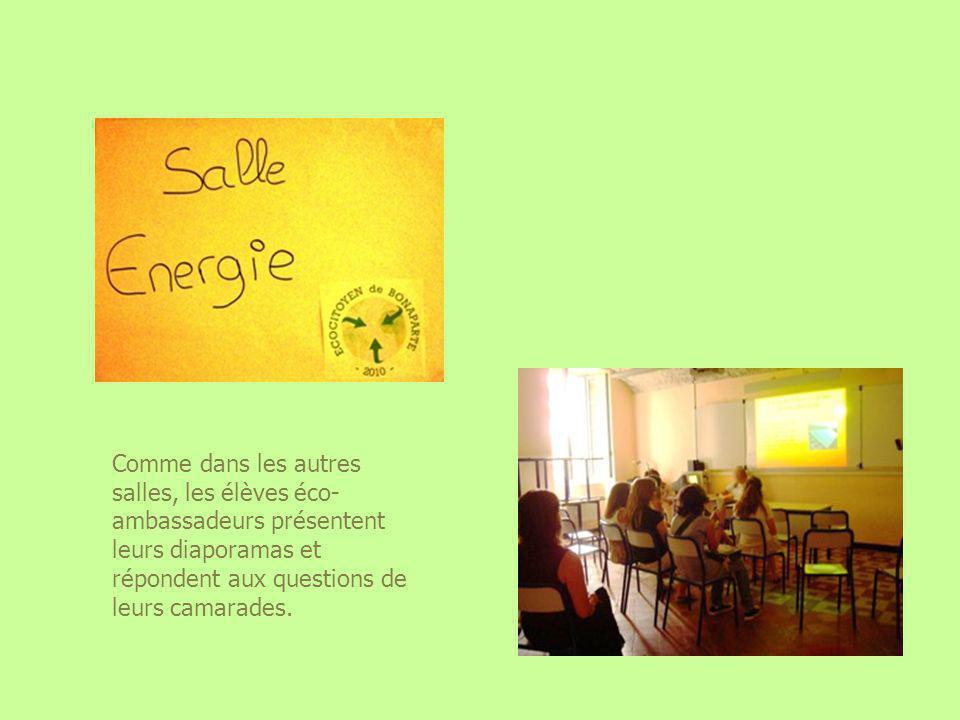 Comme dans les autres salles, les élèves éco- ambassadeurs présentent leurs diaporamas et répondent aux questions de leurs camarades.