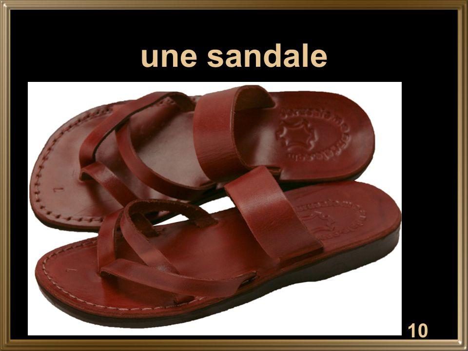 10 une sandale