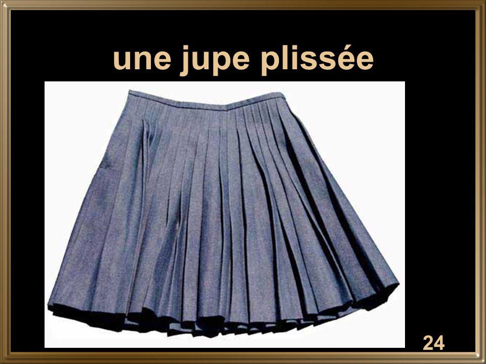 24 une jupe plissée