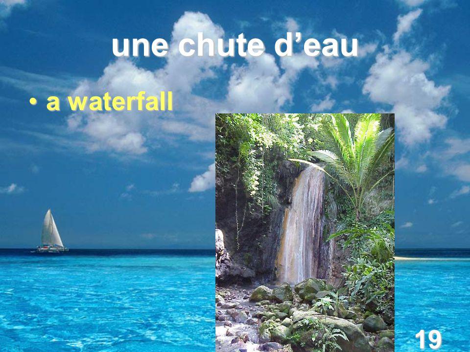 19 une chute d'eau a waterfalla waterfall
