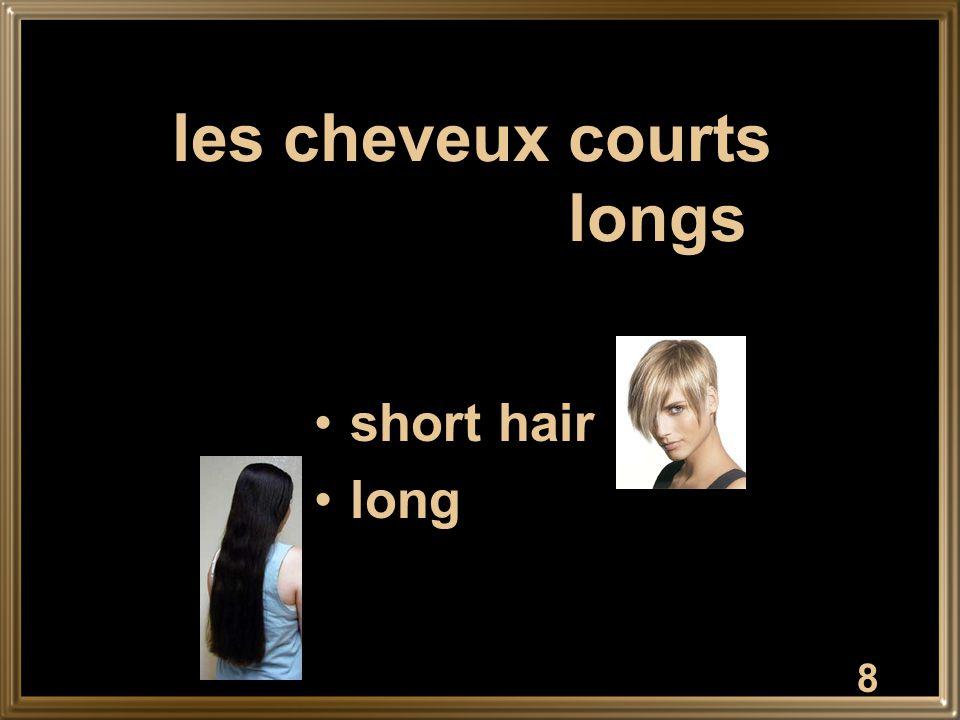 19 petit(e) short; small
