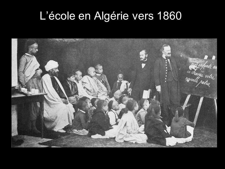Voici ce qui est écrit dans un manuel scolaire algérien (cours élémentaire) : « La France est le plus beau pays du monde.