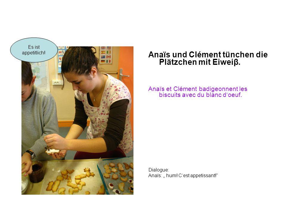 """Anaïs und Clément tünchen die Plätzchen mit Eiweiβ. Anaïs et Clément badigeonnent les biscuits avec du blanc d'oeuf. Dialogue: Anaïs: """" hum! C'est app"""