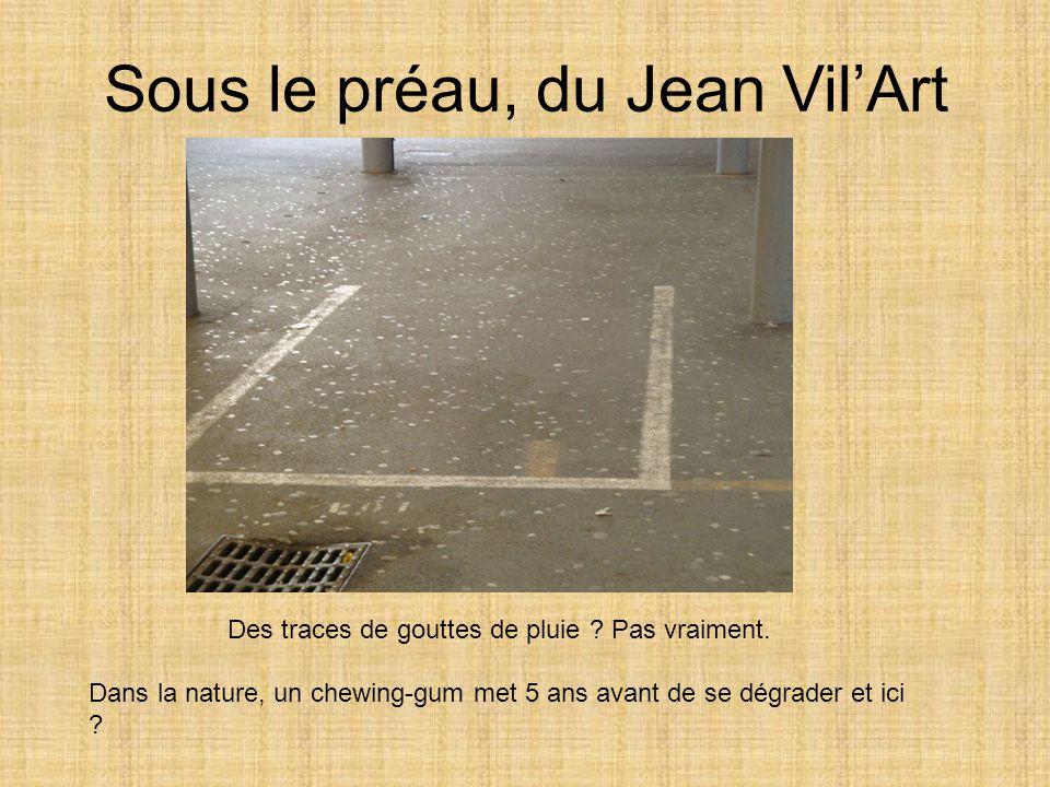 Sous le préau, du Jean Vil'Art Des traces de gouttes de pluie ? Pas vraiment. Dans la nature, un chewing-gum met 5 ans avant de se dégrader et ici ?