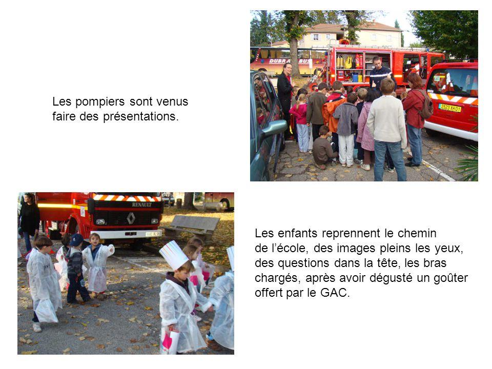 Les pompiers sont venus faire des présentations. Les enfants reprennent le chemin de l'école, des images pleins les yeux, des questions dans la tête,