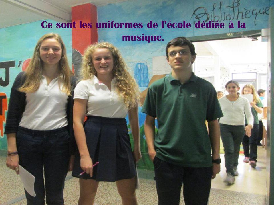Ce sont les uniformes de l'école dédiée à la musique.