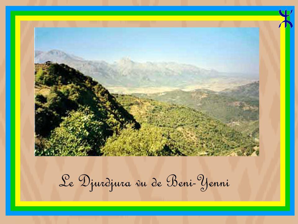 THALETAT (auriculaire) la main du juif, montagne en forme des doigts de la main La montagne que l'on voit du village Ath Lahcène (Beni-Yenni)