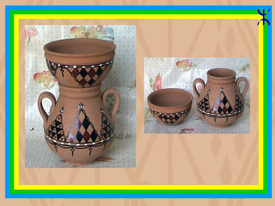 Les poteries Kabyle de Mâatkas Les poteries berbères gardent comme les bijoux le principe du triangle.