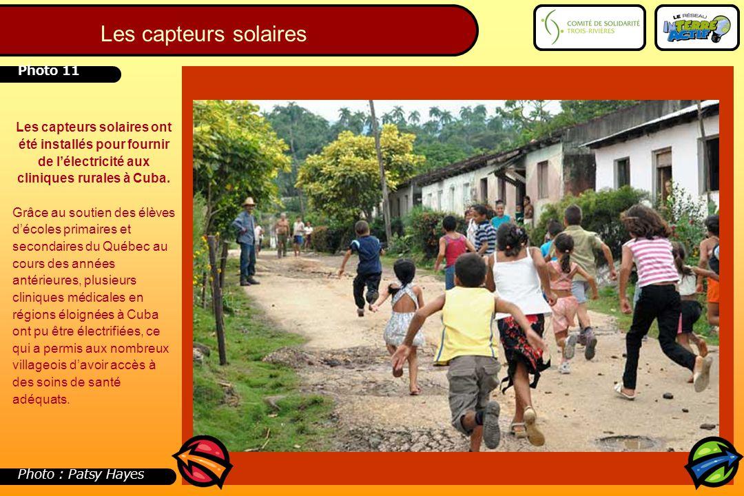 Les capteurs solaires ont été installés pour fournir de l'électricité aux cliniques rurales à Cuba. Grâce au soutien des élèves d'écoles primaires et
