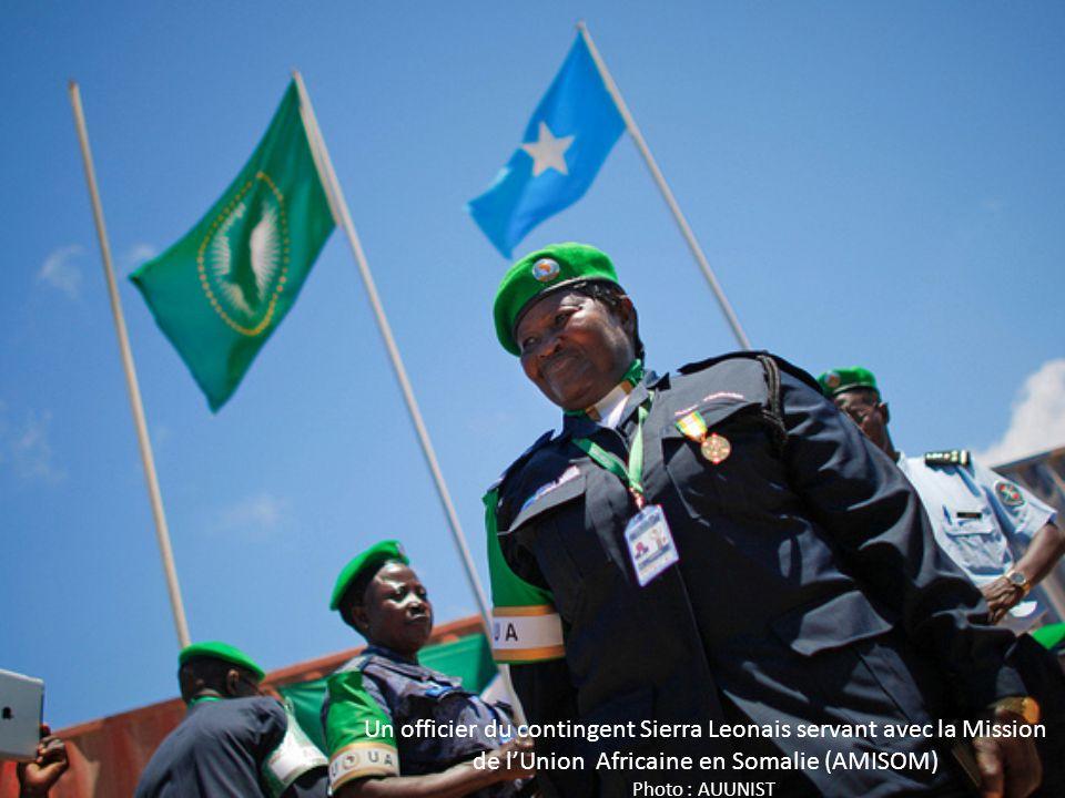 Un officier du contingent Sierra Leonais servant avec la Mission de l'Union Africaine en Somalie (AMISOM) Photo : AUUNIST.