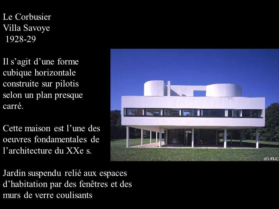 Le Corbusier Villa Savoye 1928-29 Il s'agit d'une forme cubique horizontale construite sur pilotis selon un plan presque carré. Cette maison est l'une