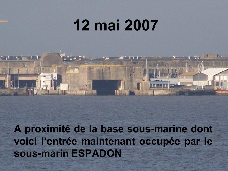 12 mai 2007 A proximité de la base sous-marine dont voici l'entrée maintenant occupée par le sous-marin ESPADON
