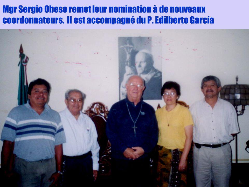 3 Mgr Sergio Obeso remet leur nomination à de nouveaux coordonnateurs. Il est accompagné du P. Edilberto García