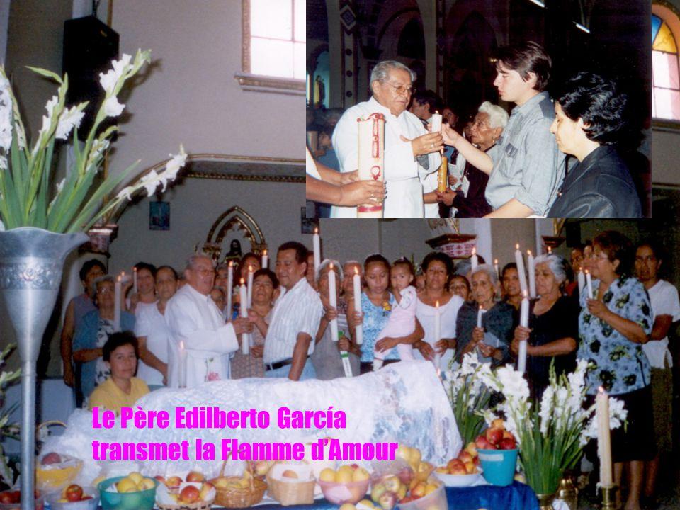 4 Le Père Edilberto García transmet la Flamme d'Amour
