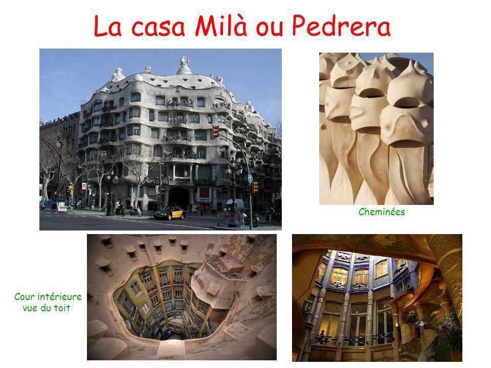La casa Milà ou Pedrera Cour intérieure vue du toit Cheminées
