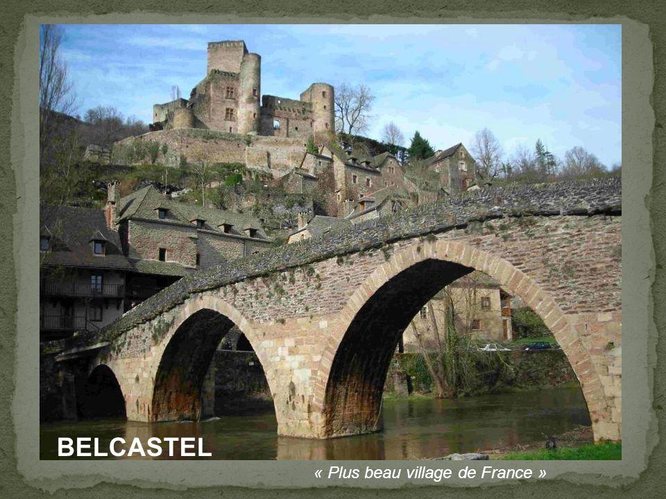 Pont gothique, sur la Truyère, près d'Entraygues