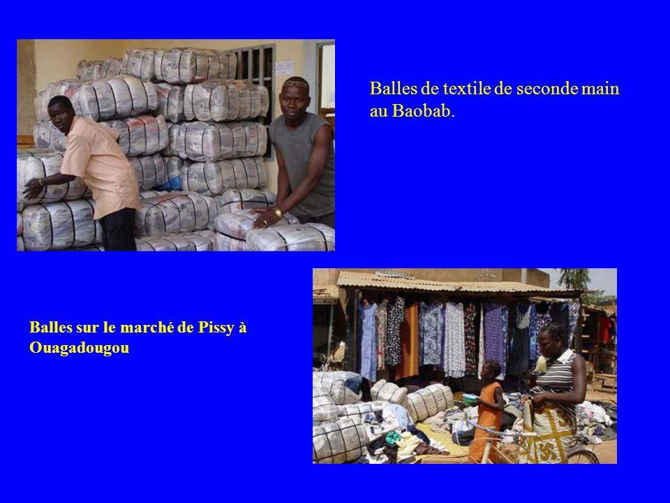 Balles de textile de seconde main au Baobab. Balles sur le marché de Pissy à Ouagadougou