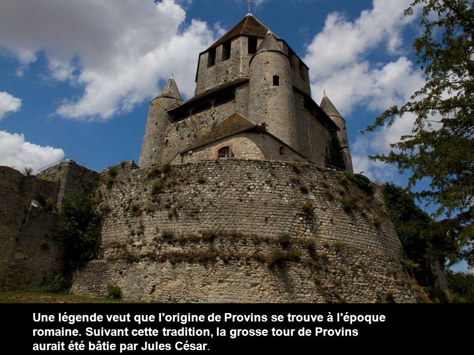 C est le seul donjon octogonal à base carrée connu. La tour servit également de prison.