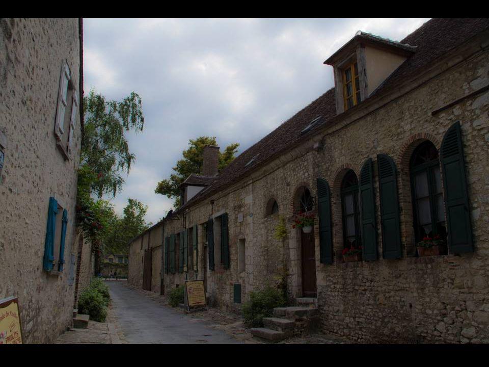 Aux XVIIIe et XIXe siècles, certaines parties des souterrains auraient servi de lieux clandestins de réunion pour la loge franc-maçonne de Provins, ou pour des groupes divers (hérétiques ou contre la royauté)