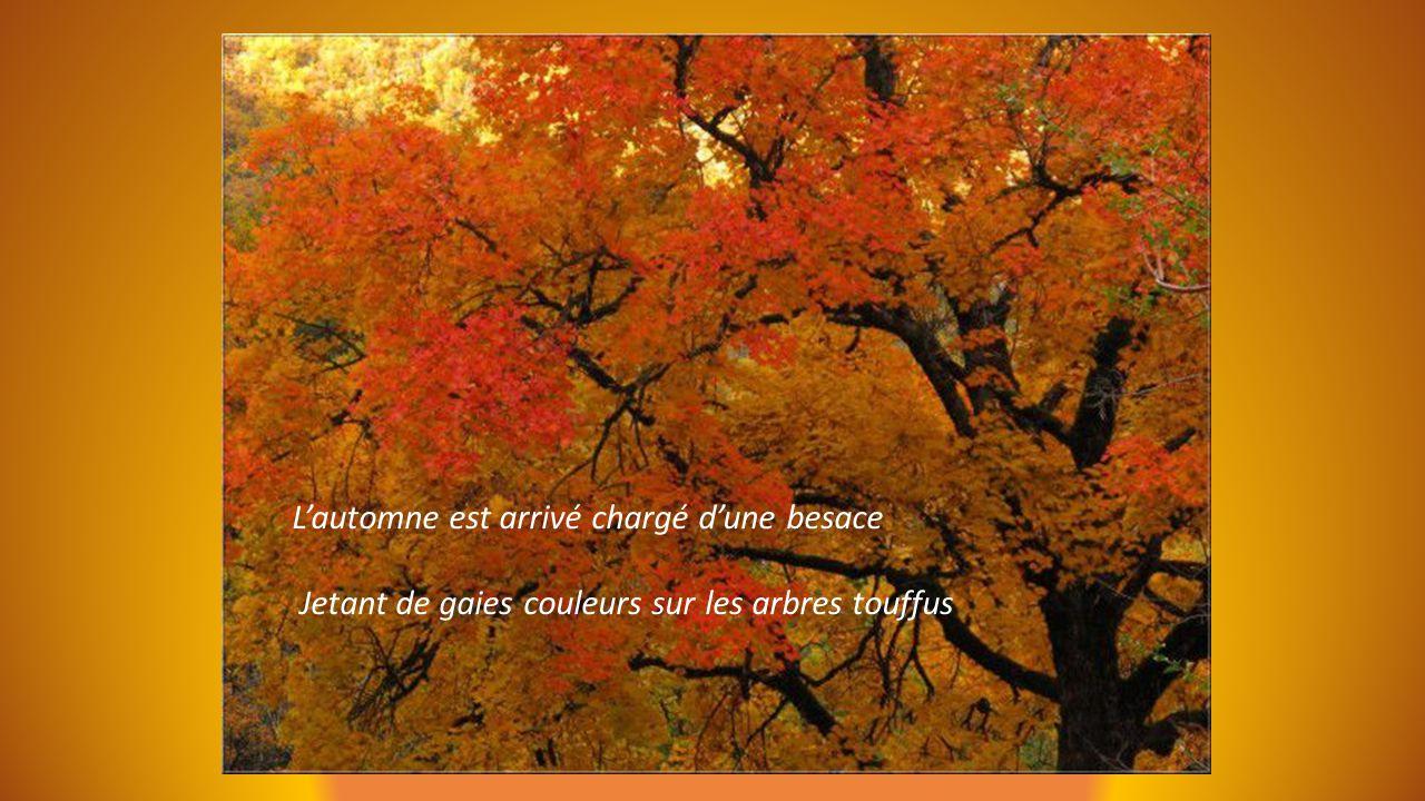 L'automne est arrivé chargé d'une besace Jetant de gaies couleurs sur les arbres touffus