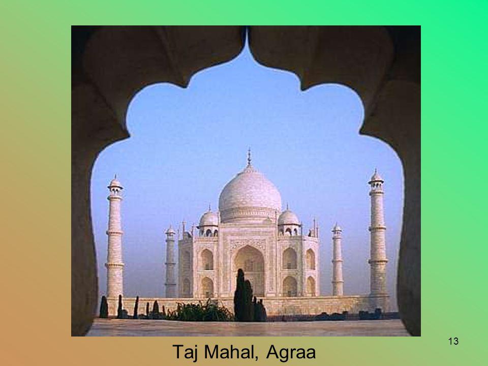 12 Lorsque Mumtaz Mahal, épouse de l'empereur Moghol Shah Jahan est morte en couche vers 1630, il ordonna la construction d'un mausollée en marbre blanc.
