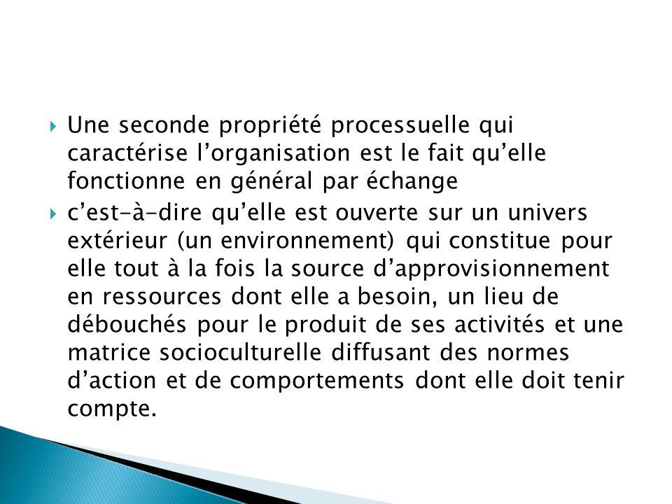  Une seconde propriété processuelle qui caractérise l'organisation est le fait qu'elle fonctionne en général par échange  c'est-à-dire qu'elle est o