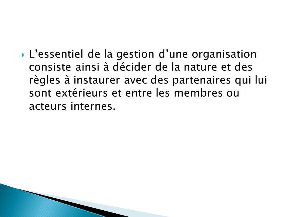  L'essentiel de la gestion d'une organisation consiste ainsi à décider de la nature et des règles à instaurer avec des partenaires qui lui sont extér
