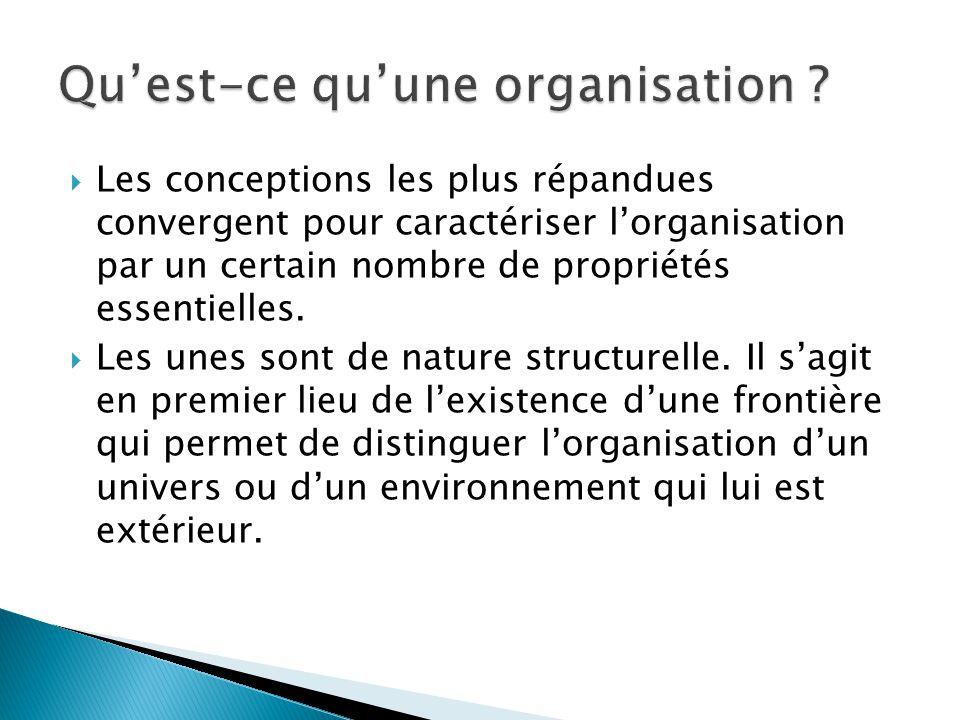  Les conceptions les plus répandues convergent pour caractériser l'organisation par un certain nombre de propriétés essentielles.  Les unes sont de
