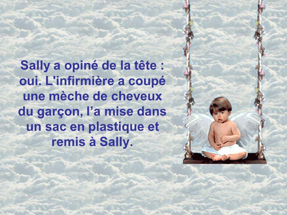 Sally a demandé à l'infirmière de rester auprès d'elle alors qu'elle dit au revoir à son fils. Elle a dirigé avec amour ses doigts à travers ses cheve