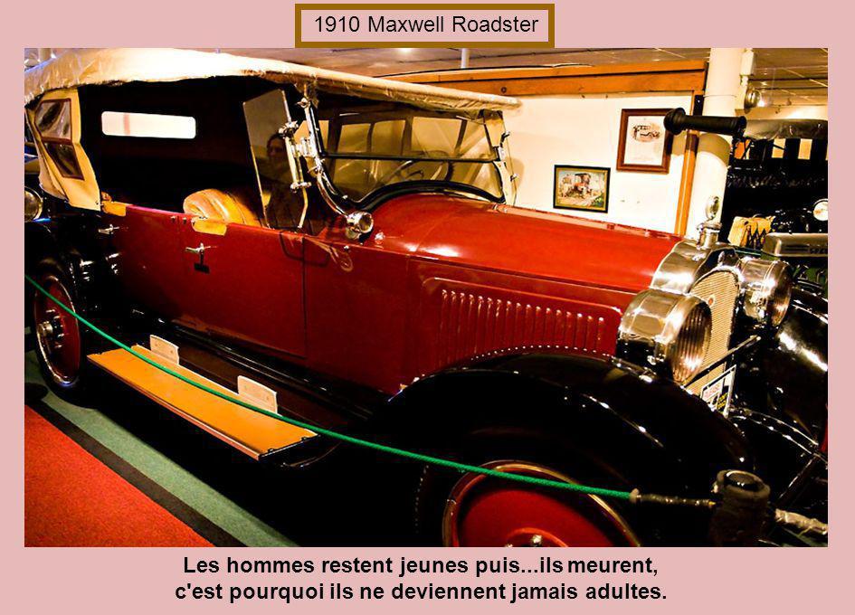 1910 Maxwell Roadster Les hommes restent jeunes puis...ils meurent, c est pourquoi ils ne deviennent jamais adultes.
